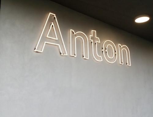 Neon Schriften für Anton-Kuh-Weg